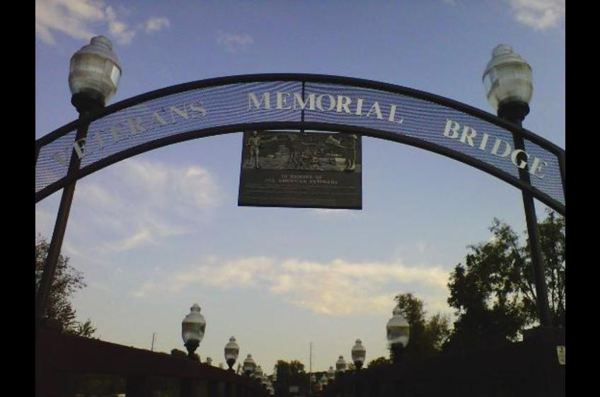 Veterans Memorial Bridge